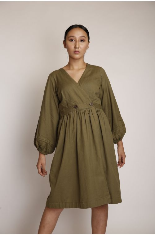 Overlapped waist buttoned dress